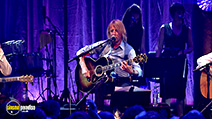 A still #24 from Status Quo: Aqoustic: Live at the Roundhouse (2014)