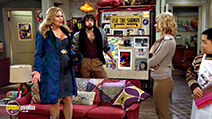 A still #5 from 2 Broke Girls: Series 4 (2014)