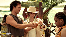 A still #5 from Sahara with Matthew McConaughey and Penélope Cruz
