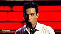 A still #8 from Robbie Williams: Live at the Albert (2001)