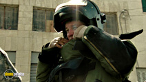 A still #13 from The Hurt Locker with Jeremy Renner