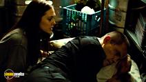 A still #18 from Oldboy with Josh Brolin and Elizabeth Olsen
