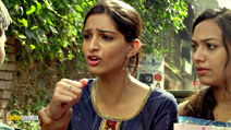 A still #1 from Raanjhnaa (2013) with Sonam Kapoor