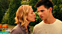 A still #18 from Abduction with Maria Bello and Taylor Lautner