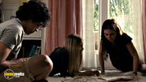 A still #14 from The Kids Are All Right with Kunal Sharma and Zosia Mamet
