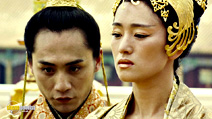 A still #19 from Curse of the Golden Flower with Ye Liu and Li Gong