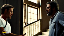 A still #14 from The Resident with Jeffrey Dean Morgan and Lee Pace