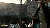 A still #28 from Robin Hood with William Hurt and Oscar Isaac