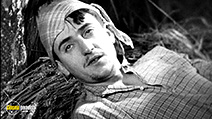 A still #6 from Age of Gold (1930)