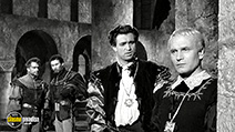 A still #6 from Hamlet (1948) with Laurence Olivier, Esmond Knight and Anthony Quayle