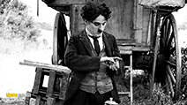 A still #27 from Charlie Chaplin: The Mutual Comedies (1917)