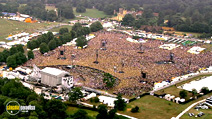 Still #3 from Robbie Williams: What We Did Last Summer: Live at Knebworth