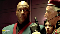 A still #10 from The Fifth Element with Tommy 'Tiny' Lister