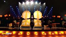 Still #6 from Robbie Williams: One Night at the Palladium