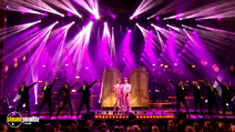Still #7 from Robbie Williams: One Night at the Palladium