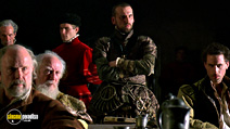 A still #13 from Elizabeth with Christopher Eccleston and Joseph Fiennes