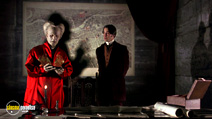 A still #20 from Bram Stoker's Dracula with Gary Oldman and Keanu Reeves