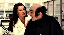 A still #15 from The Smurfs with Sofía Vergara and Hank Azaria