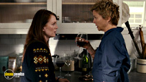 A still #16 from The Kids Are All Right with Julianne Moore and Annette Bening