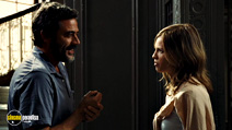 A still #13 from The Resident with Hilary Swank and Jeffrey Dean Morgan