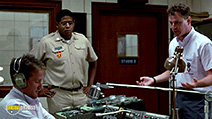 A still #27 from Good Morning, Vietnam with Robin Williams, Forest Whitaker and Robert Wuhl