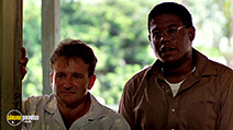A still #22 from Good Morning, Vietnam with Robin Williams and Forest Whitaker