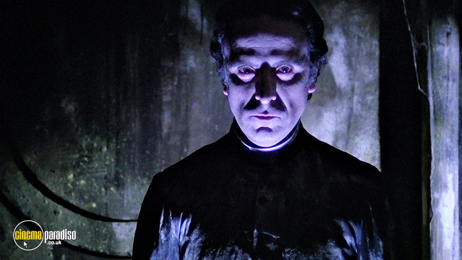 City of the Living Dead (aka Paura nella città dei morti viventi) online DVD rental