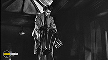 A still #4 from Woman on the Run (1950) with Ann Sheridan