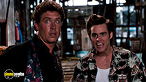 A still #7 from Ace Ventura: Pet Detective (1994) with Jim Carrey and Dan Marino