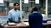 A still #9 from Central Intelligence (2016) with Kevin Hart and Kumail Nanjiani