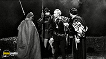 A still #5 from Hamlet (1948) with Laurence Olivier