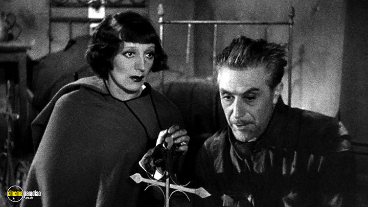 A still #4 from I Accuse (1938)