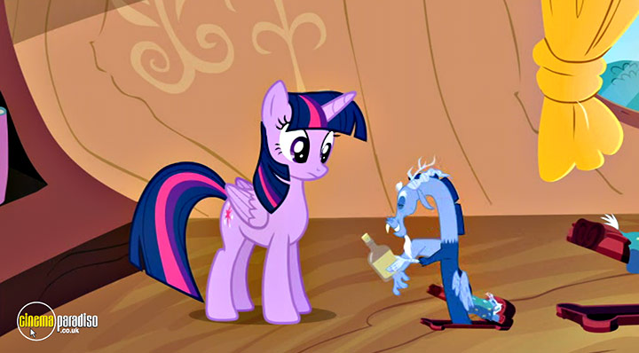 A still #6 from My Little Pony: Friendship Is Magic: Rarity Takes Manehattan (2016)