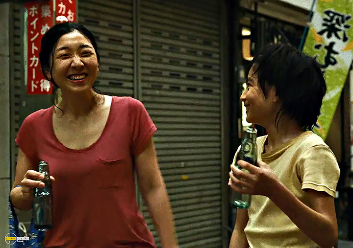 A still #9 from Shoplifters (2018)
