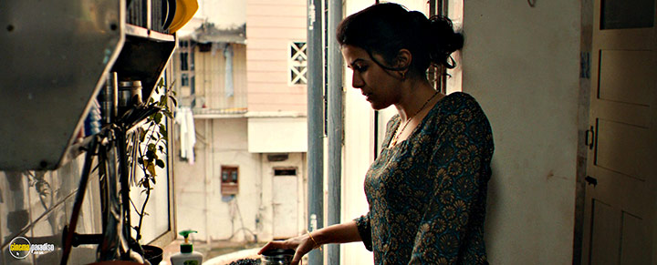 A still #20 from The Lunchbox (2013) With Nimrat Kaur