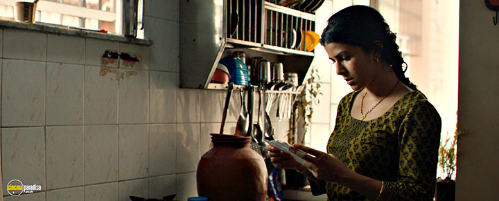 A still #18 from The Lunchbox (2013) With Nimrat Kaur